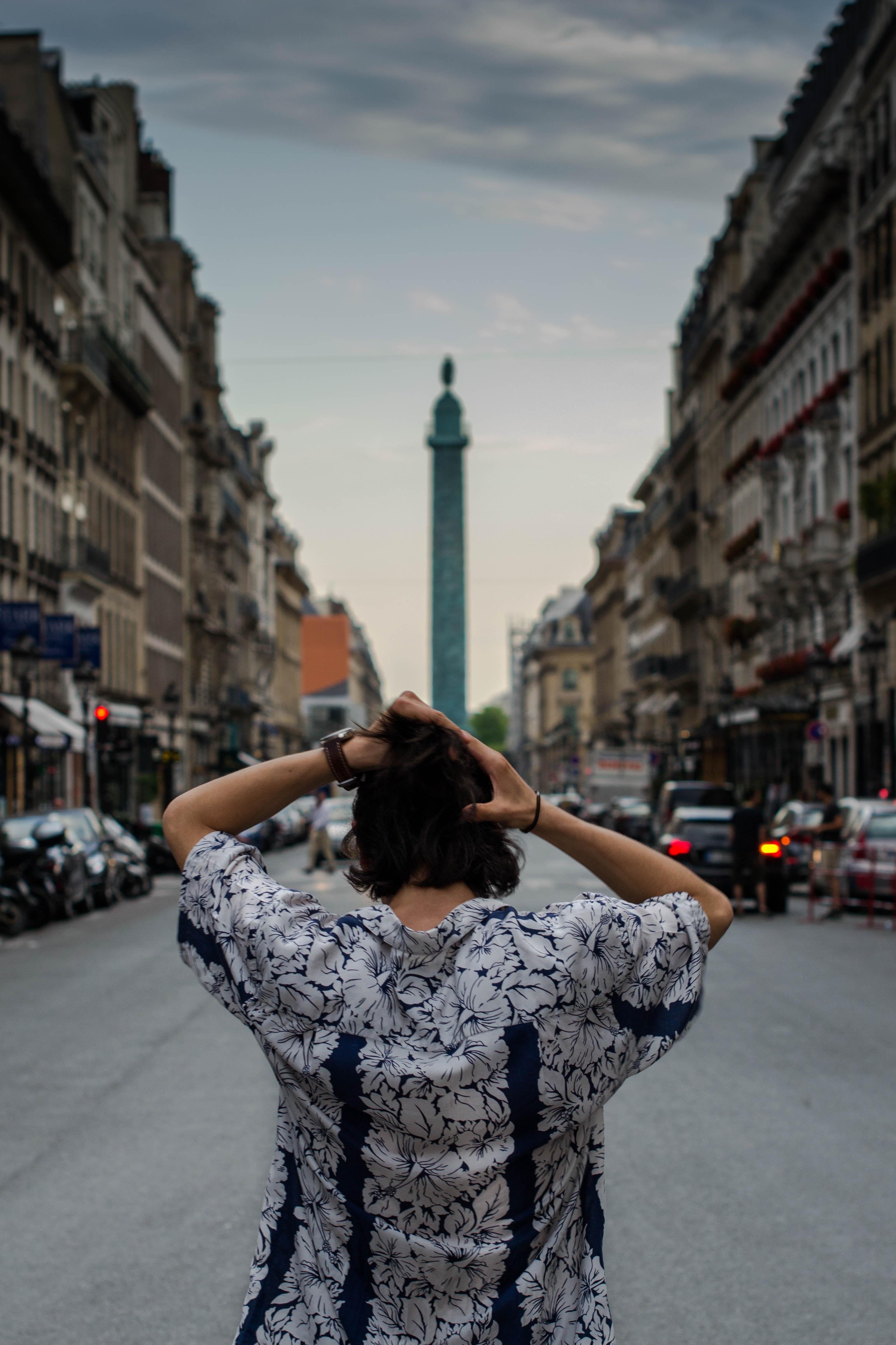 Lacunza te lleva a Paris